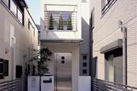 色や素材を限定した無機質な印象の家
